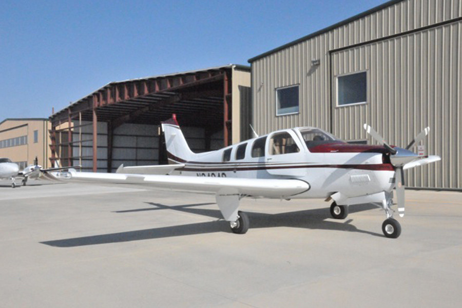 Beechcraft Bonanza G36 Outside