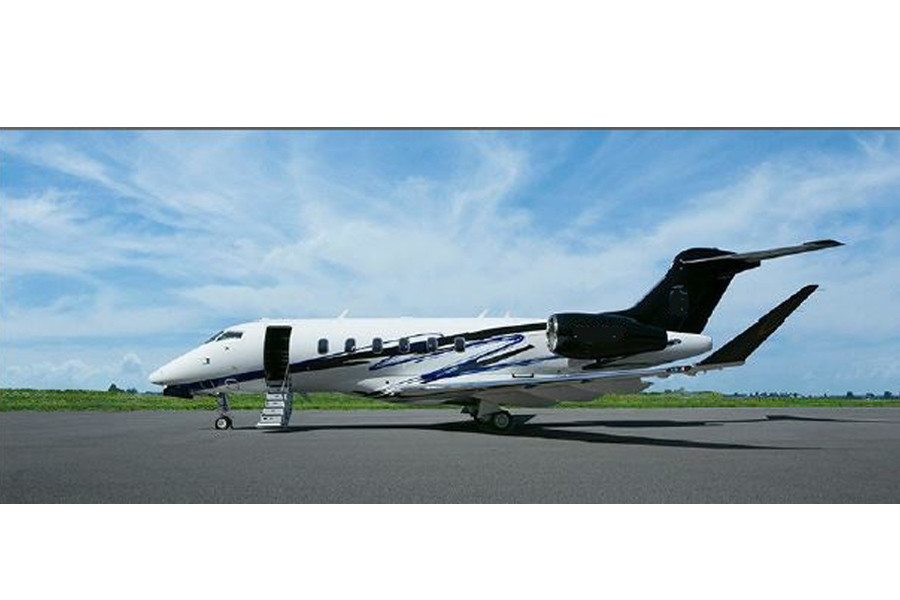 Bombardier Challenger 350 outside