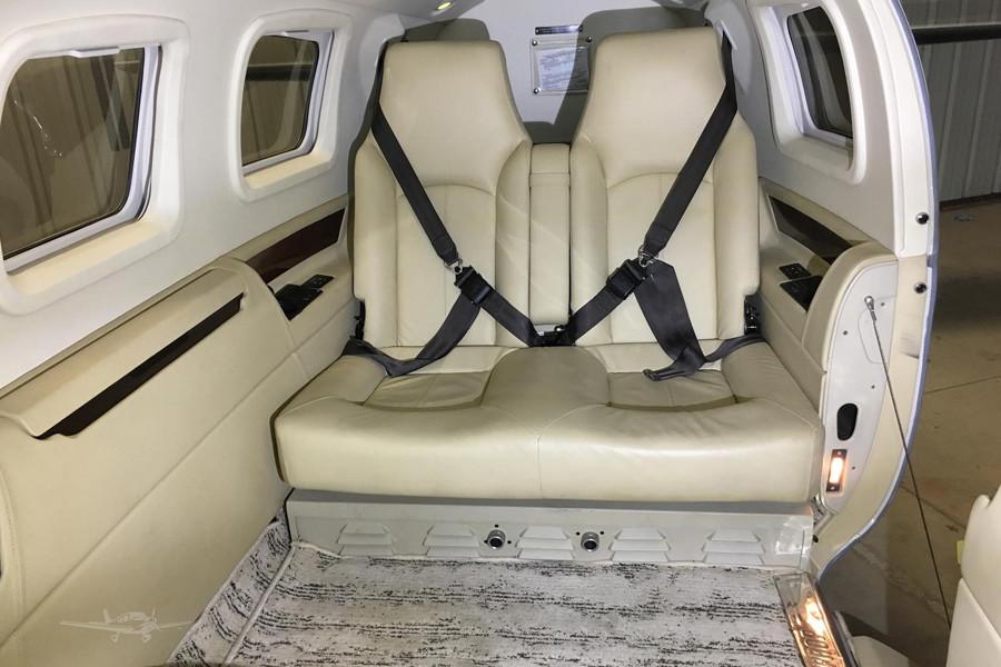 Piper Jetprop DLX35 inside