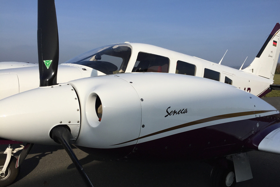 Piper Seneca II Outside